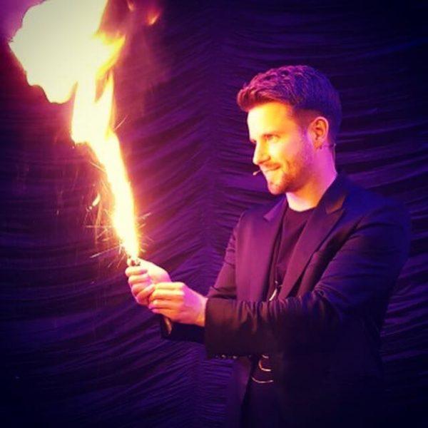 Feuertrick mit Cody Stone